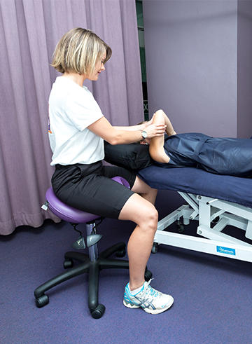 Saddle seat for health professionals