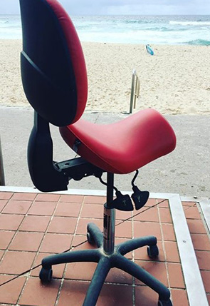 Wellness saddle seat with back support